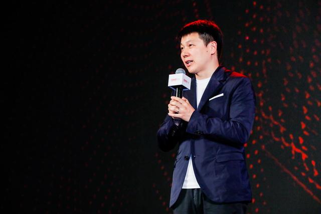 图片: 图1:完美世界影视董事长兼CEO廉洁发表演讲_调整大小.JPG