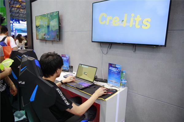 图片: 图5:玩家在试玩新游_调整大小.jpg